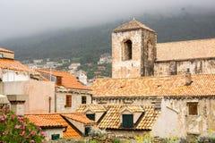 Horisontalsikt av historiska byggnader i Dubrovnik den gamla staden Royaltyfria Bilder