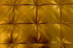 Horisontaltextur av guld- bakgrund för stoppninglädermodell Royaltyfri Foto