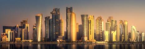 Horisonten av det västra fjärd- och Doha centret, Qatar Arkivbild