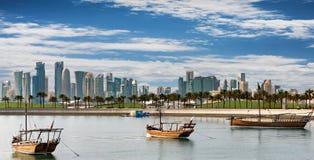 Horisonten av Doha på en solig dag Royaltyfri Foto
