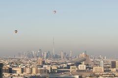 Horisonten av Dubai med Burj Khalifa Royaltyfria Bilder