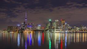 Horisonten av Toronto vid natt stock video