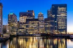 Horisonter som bygger p? Canary Wharf i London UK royaltyfri fotografi