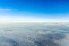 Horisontlinje sikt från flygplanet Arkivfoton