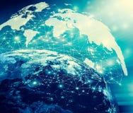horisontlinjen för jord 3d framförde avstånd serie för internet för hand för bäst jordklot för affärsidébegrepp globalt glödande  Royaltyfria Bilder