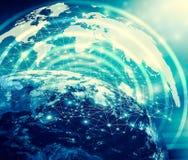 horisontlinjen för jord 3d framförde avstånd serie för internet för hand för bäst jordklot för affärsidébegrepp globalt glödande  Royaltyfria Foton