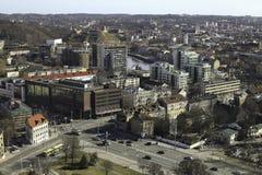 Horisontsikt av takoldtown och downlown i Vilnius Lithuan arkivfoto
