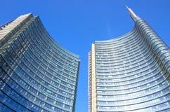 Horisontsikt på den Garibaldi fyrkanten, Milan arkivbilder