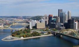 Horisontsiktsstad av Pittsburgh i nedgång Arkivfoto