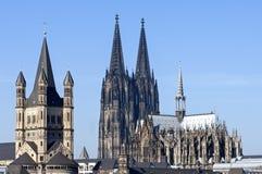 Horisontstad Cologne med historiska kyrkor Royaltyfri Fotografi