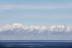 Horizon au-dessus de l'eau photos stock
