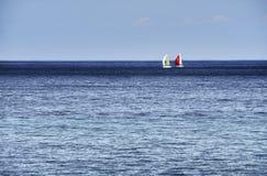 Horizon avec des voiliers Photographie stock