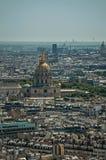 Horizon, bâtiments et dôme de Les Invalides dans un jour ensoleillé, vu de Tour Eiffel à Paris Photographie stock libre de droits
