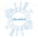 Horizon d'Ahmedabad d'ensemble avec les bâtiments et l'espace bleus de copie Illustration Stock