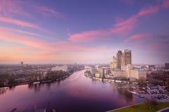 Horizon d'Amsterdam au coucher du soleil, parc d'affaires d'Amstel, 07-12-2015 Photos libres de droits