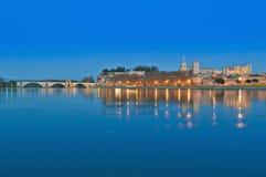 Horizon d'Avignon au-dessus de fleuve de Rhône, France images libres de droits