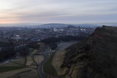 Horizon d'Edimbourg et rochers de Salisbury photographie stock