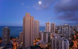 Horizon d'Hawaï sous le clair de lune photographie stock