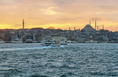 Horizon d'Istanbul au coucher du soleil Image libre de droits