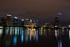 Horizon d'Orlando la nuit Photos stock
