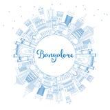 Horizon de Bangalore d'ensemble avec les bâtiments et l'espace bleus de copie illustration libre de droits