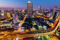 Horizon de Bangkok la nuit Photographie stock libre de droits