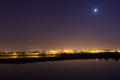 Horizon de Barreiro la nuit. Photographie stock libre de droits