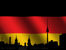 Horizon de Berlin avec l'indicateur allemand Image stock