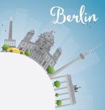Horizon de Berlin avec le bâtiment gris, le ciel bleu et l'espace de copie Images libres de droits