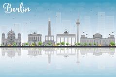 Horizon de Berlin avec le bâtiment gris, le ciel bleu et les réflexions illustration stock