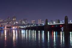 Horizon de Boston à la nuit Photographie stock libre de droits
