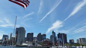 Horizon de Boston avec le drapeau des Etats-Unis Photos libres de droits