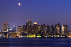 Horizon de Boston la nuit Image stock