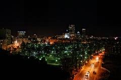 Horizon de Boston la nuit Photographie stock libre de droits