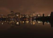 Horizon de Boston la nuit de Cambridge Images stock