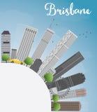 Horizon de Brisbane avec le bâtiment gris, le ciel bleu et l'espace de copie Photo libre de droits