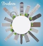 Horizon de Brisbane avec le bâtiment gris, le ciel bleu et l'espace de copie Images libres de droits