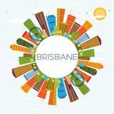 Horizon de Brisbane avec les bâtiments de couleur, le ciel bleu et l'espace de copie illustration stock