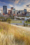 Horizon de Calgary, Alberta, Canada au coucher du soleil Photo stock