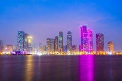 Horizon de centre de la ville du Charjah, EAU photo libre de droits