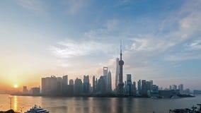 Horizon de Changhaï dans le lever de soleil banque de vidéos