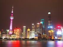 Horizon de Changhaï la nuit Images stock