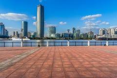 Horizon de Changhaï, points de repère de Changhaï avec le fleuve Huangpu Images libres de droits