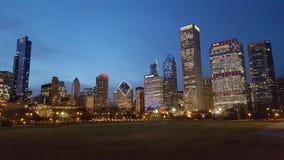 Horizon de Chicago au crépuscule photos stock