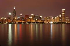 Horizon de Chicago au crépuscule Image stock