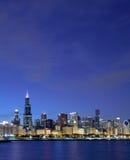 Horizon de Chicago au crépuscule photographie stock