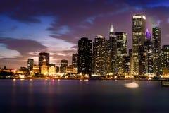 Horizon de Chicago dans un coucher du soleil d'août image libre de droits