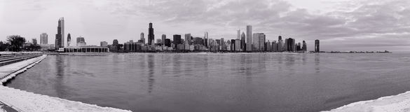 Horizon de Chicago en hiver photographie stock