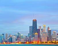 Horizon de Chicago l'Illinois au coucher du soleil Image libre de droits