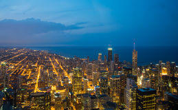 Horizon de Chicago la nuit Image stock